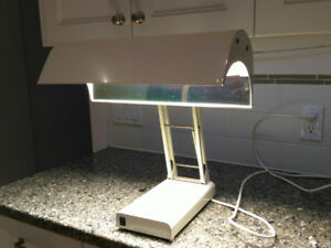 High intensity light therapy lamp for SADS