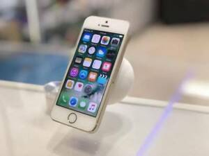 GOOD CONDITION IPHONE 5S 32GB GOLD TAX INVOICE UNLOCKED Surfers Paradise Gold Coast City Preview
