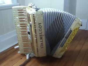 accordéon piano 120 basses et accessoires