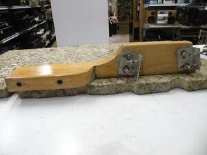 fixe moteur de chaloupe en bois