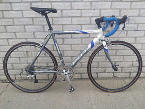 FUJI ROAD BIKE,EXCELLENT CONDITION,27 SPEED,EXCELLENT,VERY LIGHT