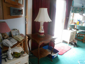 ANTIQUE TABLE WITH LAMP