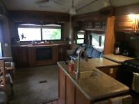 Roulotte fifth wheel camping terrasse St Marc