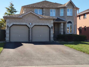 4+1Bd Rms HOUSE W/ FINISHED BASEMENT IN THE DESIRABLE WATERFRONT