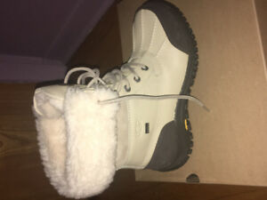 UGGS BOOTS BRAND NEW! NEVER WEAR