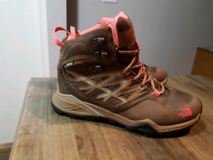 North Face Size 7 Womens Hiking Boots