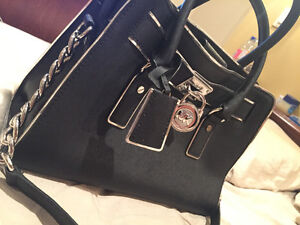 MICHAEL KORS Purse - used for 1 week, appears BRAND NEW