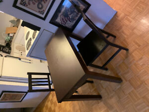 Small Kitchen Table + 2 chairs (extendable)