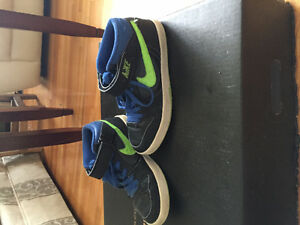 Nike Black and Blue Boys Shoes Windsor Region Ontario image 3