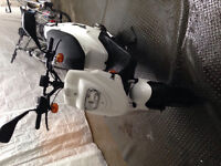 Scooter blanc pgo bigmax naked 50 2013 a VENDRE very good !!!