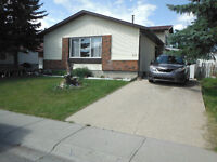 Available Now! Great home for rent in Whitehorn