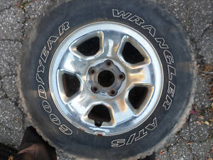 1 GoodYear Wrangler AT/S P265/70R17 113S Tire