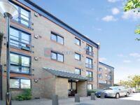 2 bedroom flat in Felstead Gardens, Isle of Dogs E14