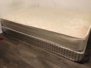 Double size spring mattress  with box