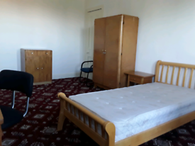 LARGE ROOM TO LET IN A LARGE DETACHED HOUSE EPCD56 REG:16992/260/3121