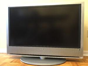"""LCD SONY BRAVIA 42"""" TV (MADE IN JAPAN)"""