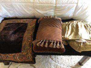 Pillow shams/Bedskirt/cushion