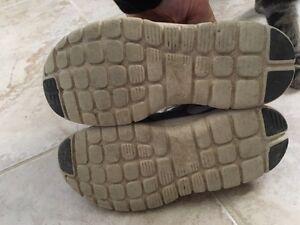 Girls Nike shoes. Size 10, 11, 13 Windsor Region Ontario image 3