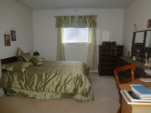 « Furnished bedrooms available in Orleans (Ottawa) Woman Only »