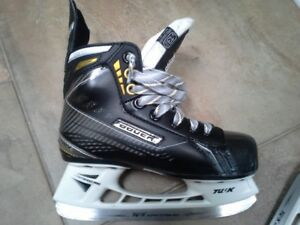 Bauer Supreme size Y13.5 US1.5 and Bauer Helmet with Cage