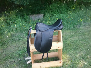 "16""dressage saddle with leathers and padded stirrups"
