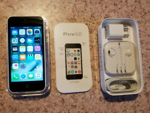 Iphone 5c White 8 GB, two cases and armband