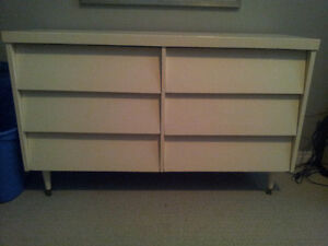 Dresser for sale and pick-up close to the UofA