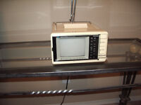 GE SPACEMAKER Color 5inch screen TV am/fm radio UHF/VHF Model 7-