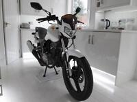 ZONTES ZT 125-8A PANTHER WHITE IMMACULATE CONDITION ONLY 80 MILES