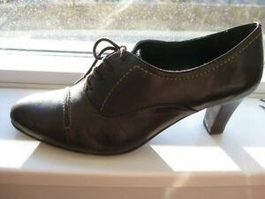 Naturalizer Leather Heels - Size 7