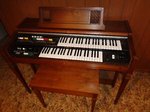 YAMAHA ORGAN BK-20A TWO-TIER ONE OWNER OVER 100 PIECES INCLUDED