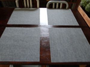 8 Square Placemats, 4 Round Placemats