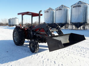 CaseIH 3220 Tractor with loader