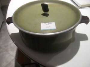 SUPREME ALUMINUM STEW POT with SNUG-FITTING COVER
