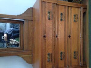 Anitque Solid Oak Dresser with Mirror