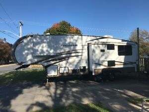 2013 Crossroads Crusier Aire Fifth Wheel 31 ft.