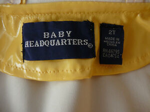 """Imperméable """"Baby Headquarters"""" (taille 2) West Island Greater Montréal image 3"""