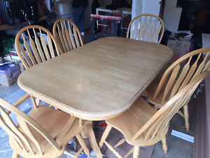 Kitchen Table & Chairs with built in leaf