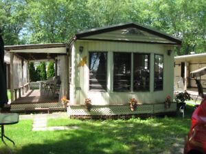 Maison mobile dans un terrain de camping