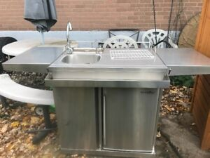 LEISURE SEASON Outdoor Kitchen