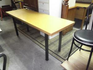 Table de travail, dessus en vrai bois livraison gratuite possibl