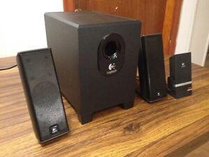 Logitech x-240 2.1 Media System