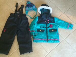BEAUTIFUL SNOWSUIT WITH TUQUE
