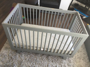 Modern beautiful grey baby crib, in new condition (only used onc