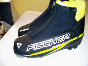 NNN SIZE EU 35,AND SNS SIZE  EUR 34 C.C.SKI SHOES ONLY.