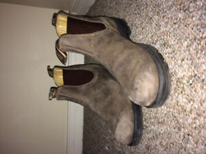 Blundstones size 9-10 woman's