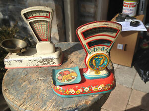 2 VINTAGE TIN TOY SCALES - PARKER PICKERS -