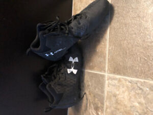 Underarmour Youth Boys Size 9 Football Cleats   $25 OBO