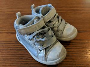 Grey gurl shoe