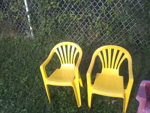 EXCELLENT TODDLER / KIDS CHAIRS FOR SALE: $5 FOR ALL 4 CHAIRS! Cambridge Kitchener Area image 3